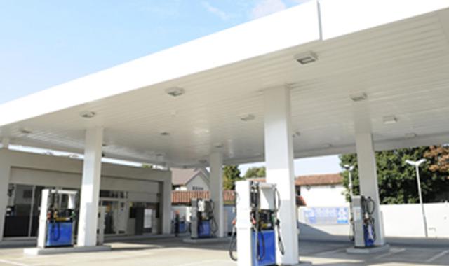 ガソリンスタンドにEV充電設備
